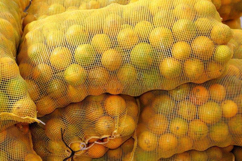 Download штабелированный вкладыш цитрусовых фруктов померанцовый Стоковое Изображение - изображение насчитывающей много, аранжировало: 18380657