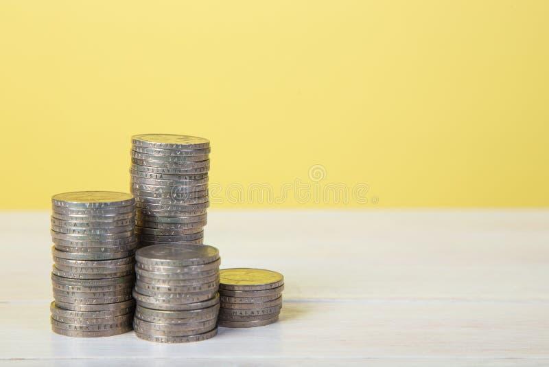 Штабелировать монетки стоковые изображения