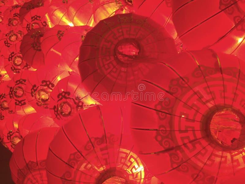 Штабелированная красным цветом китайская предпосылка фонариков Нового Года стоковая фотография rf