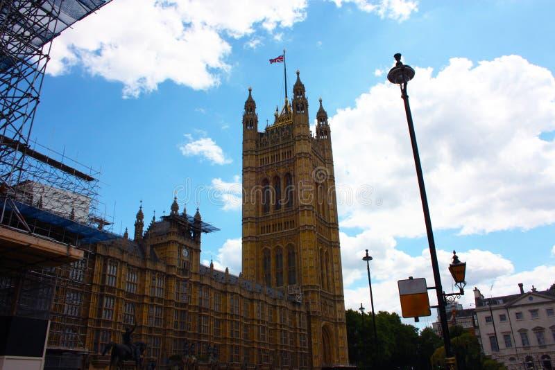 Штабы 2 камер парламента в Вестминстере в Лондоне стоковое фото