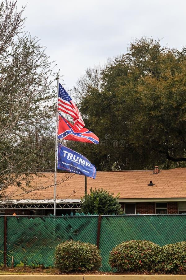 Штат флага показывая Соединенные Штаты, повстанец и Дональд Трамп сигнализируют стоковые фотографии rf