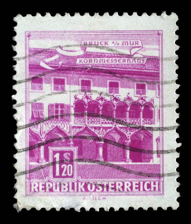 Штемпель напечатанный в Австрии показывает дом Kornmesser, Bruck на Mur стоковое изображение rf