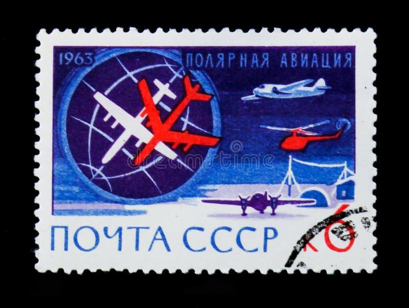 Штемпель почтового сбора СССР России показывает ледовитые самолеты и вертолет, приполюсную авиацию, около 1963 стоковые фотографии rf