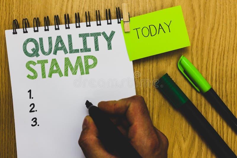 Штемпель текста сочинительства слова качественный Концепция дела для квалифицированного впечатления знака одобрения хорошего прош стоковое фото rf