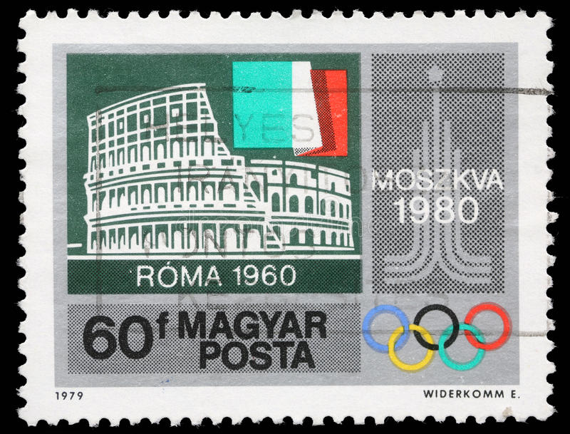 Штемпель напечатанный Венгрией, выставки Colosseum, Рим, итальянский флаг, эмблема Москвы стоковое изображение rf