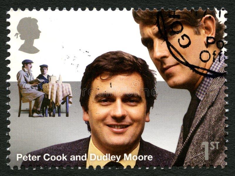 Штемпель почтового сбора кашевара и Dudley Moore Великобритании Питера стоковые изображения