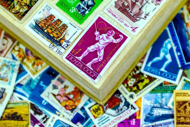 Штемпеля почтового сбора СССР в альбоме стоковое изображение rf