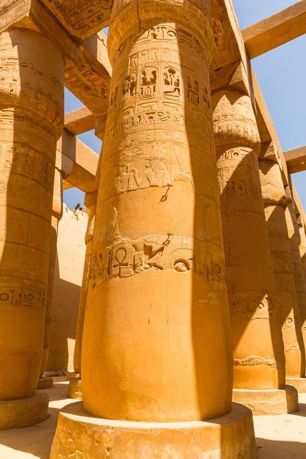 Штендеры большого Hypostyle Hall в виске Karnak стоковое фото
