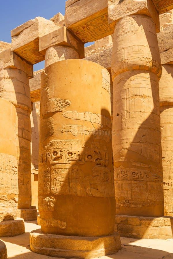 Штендеры большого Hypostyle Hall в виске Karnak стоковое изображение