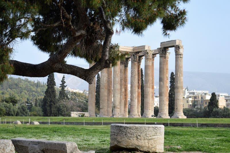 Штендеры на виске Афин Зевса, Олимпии, Греции стоковые фото