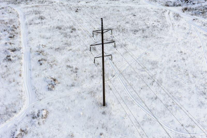 Штендер в середине snowbound поля стоковая фотография rf