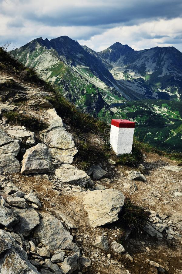 Штендер границы в горах стоковое изображение