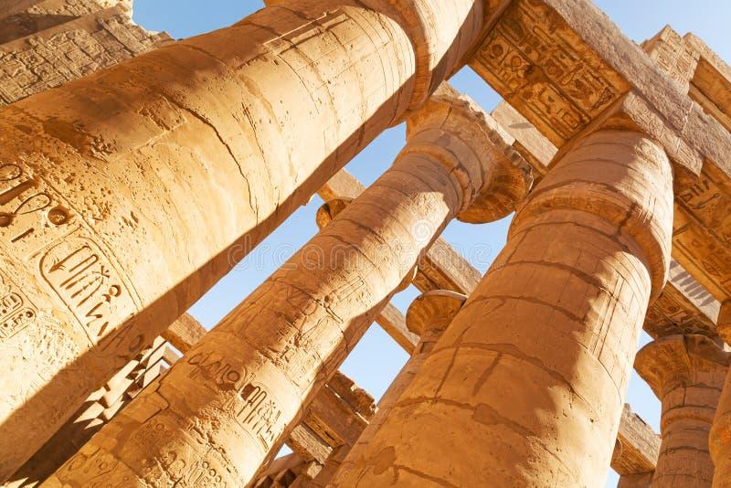 Штендеры большого Hypostyle Hall в Karnak стоковое фото rf