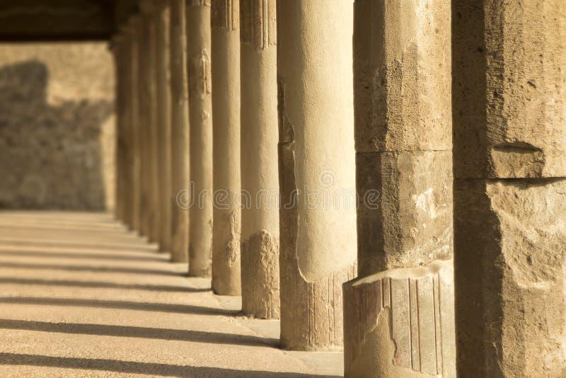 Штендеры бросая тени в вечере в древнем городе Помпеи w стоковое фото rf