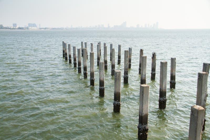Штендеры цемента в море стоковые фотографии rf