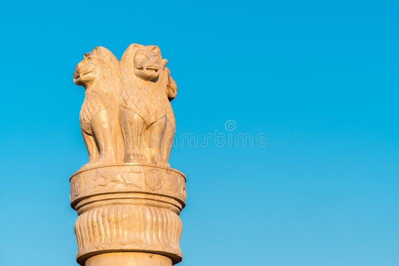 Штендер статуи льва стоковые фотографии rf