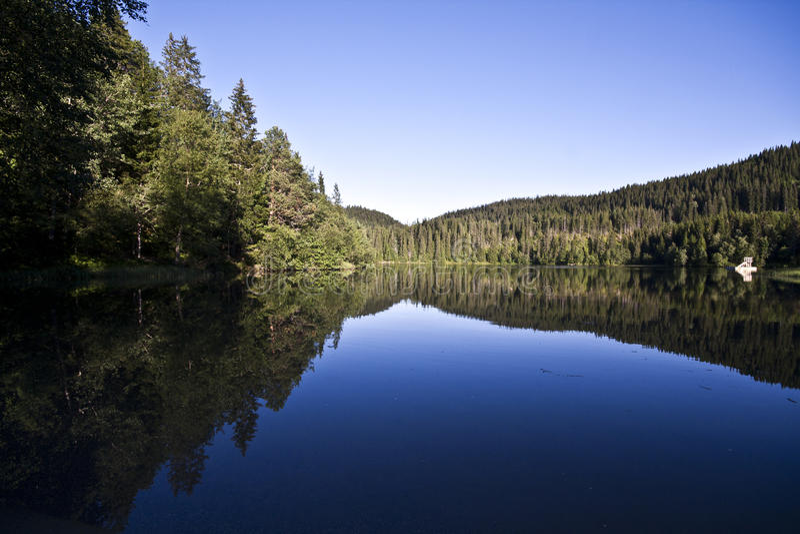 штилевое озеро стоковое изображение rf