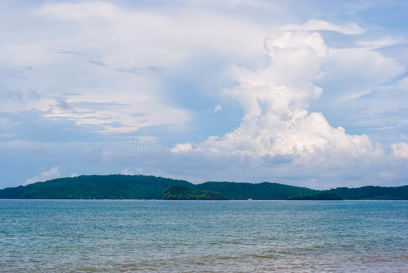 Штиль на море и славное облако стоковые фото