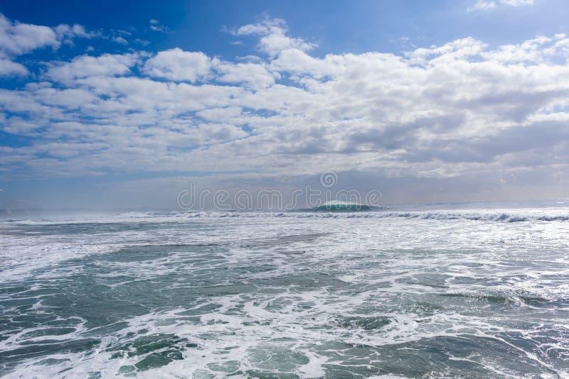 Штормы океанских волн стоковые фото
