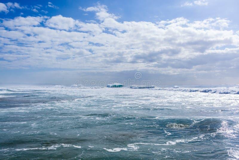 Штормы океанских волн стоковые изображения rf