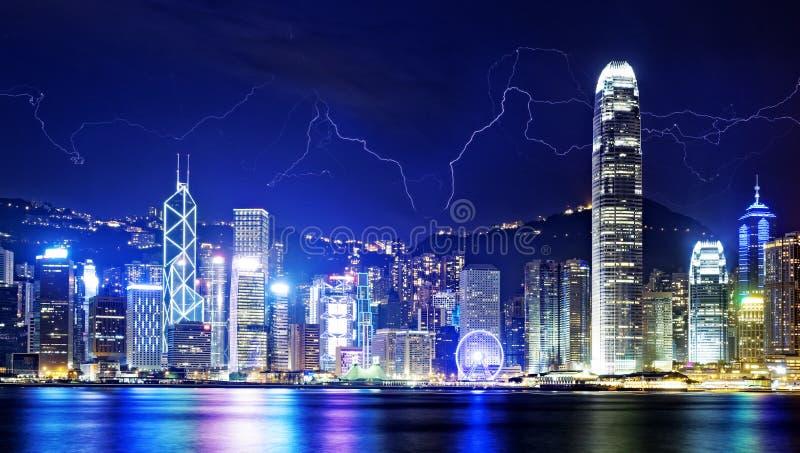 Шторм в ноче Гонконга стоковое изображение rf
