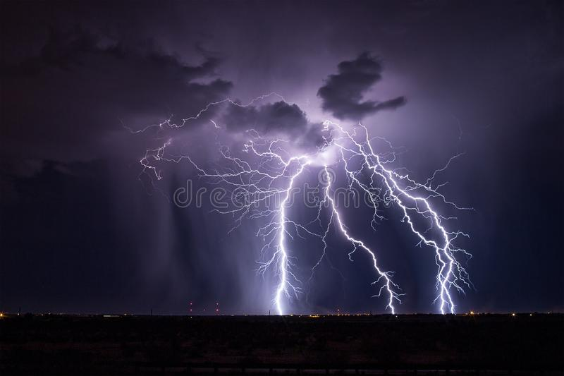 Шторм молнии Аризоны стоковое изображение rf