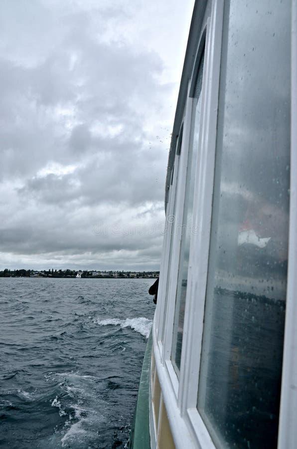 Download Шторм на море стоковое изображение. изображение насчитывающей boated - 37931563