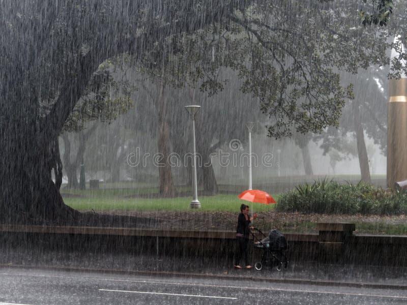 Шторм дождя города стоковое фото rf
