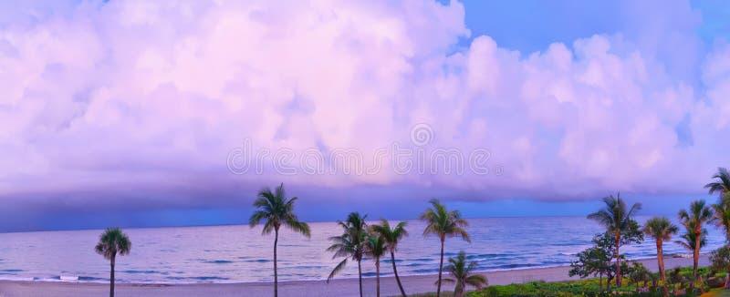 Шторм океана в Залив-потоке создает драматический горизонт стоковое изображение