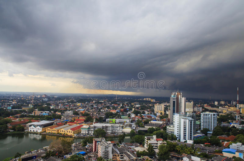 Шторм приходит к Коломбо, Шри-Ланке стоковые фотографии rf