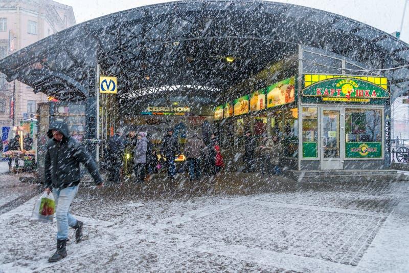 Шторм снега в Санкт-Петербурге стоковое фото rf