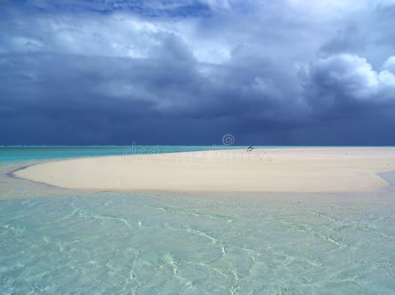 Download шторм sandbar стоковое изображение. изображение насчитывающей солнце - 84881
