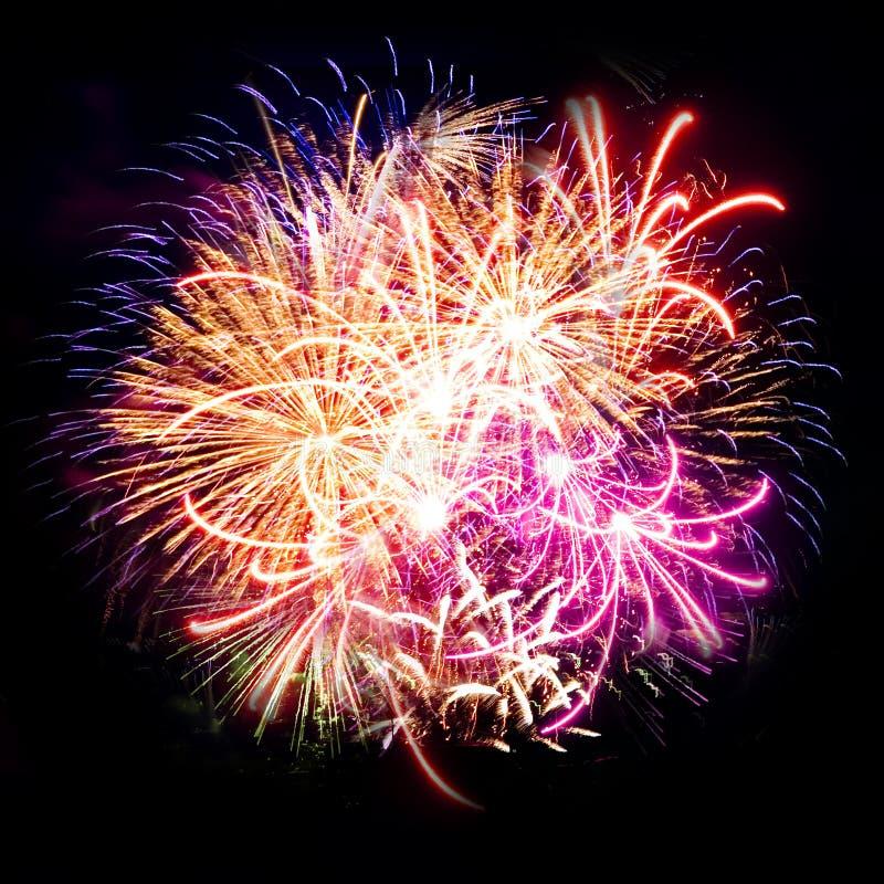 штриховатости ночного неба феиэрверка торжества стоковые фотографии rf