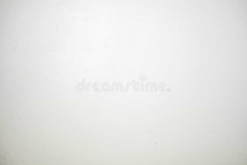 Штукатурить кирпичная стена покрашенная бумажным белым цветом может быть пользой как бумага стены или предпосылка текстуры белого стоковые изображения rf