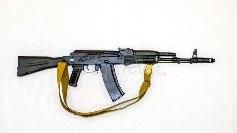 Штурмовая винтовка автомата Калашниковаа AK-74 с запасом складчатости, концом-вверх стоковое изображение rf