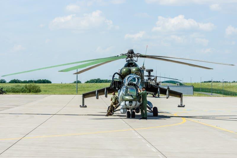 Штурмовой вертолет Mil Mi-24 задний стоковое фото