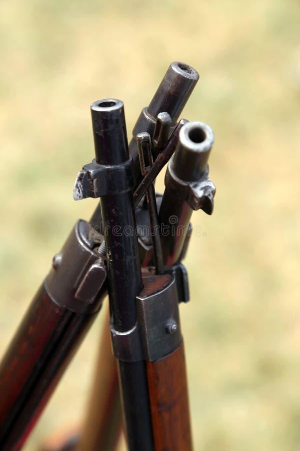 Штурмовые винтовки тросточек стоя близко друг к другу стоковые изображения rf