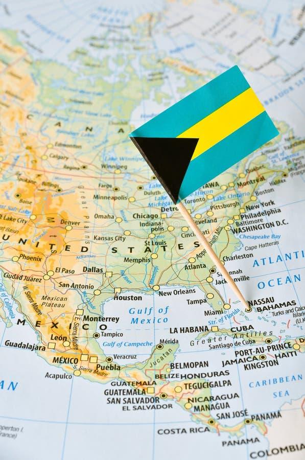 Штырь карты и флага Багамских островов стоковое фото rf
