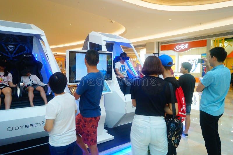 Шэньчжэнь, Китай: опыт виртуальной реальности, женщины счастлив участвовать стоковые изображения