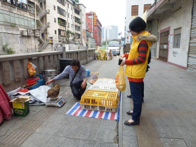 Шэньчжэнь, Китай: под открытым небом стойл цыпленка стоковое фото