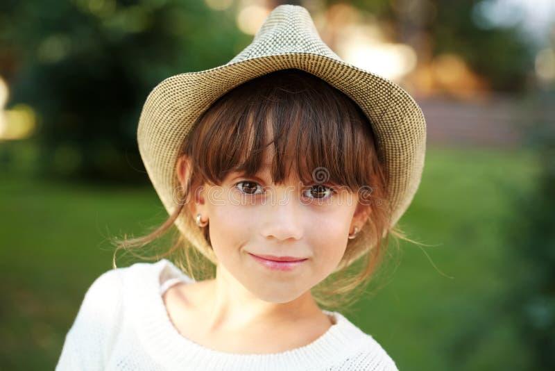 шлем девушки счастливый немногая стоковая фотография rf