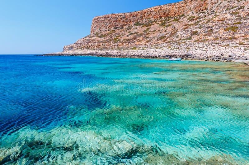 Шлюпка в лагуне Balos Крит Греция стоковые изображения