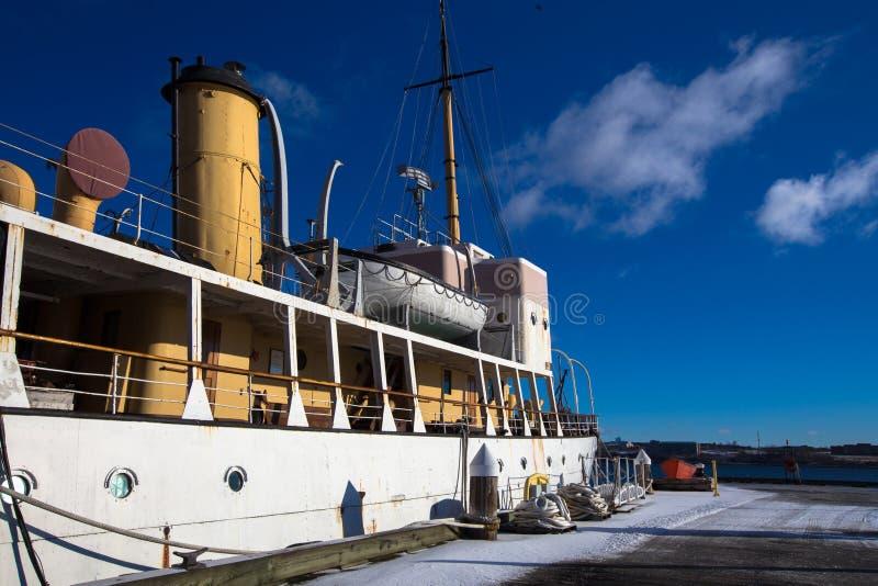 Шлюпка в гавани halifax стоковая фотография rf