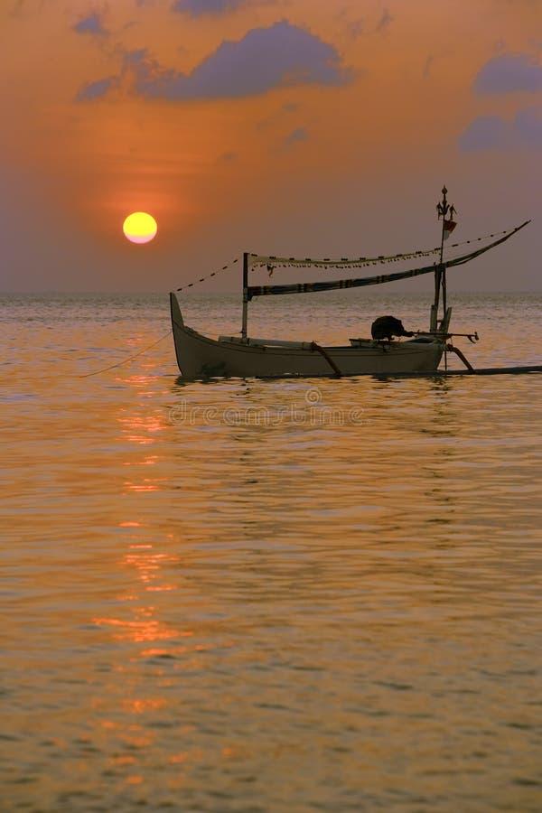 Шлюпка в море стоковая фотография rf