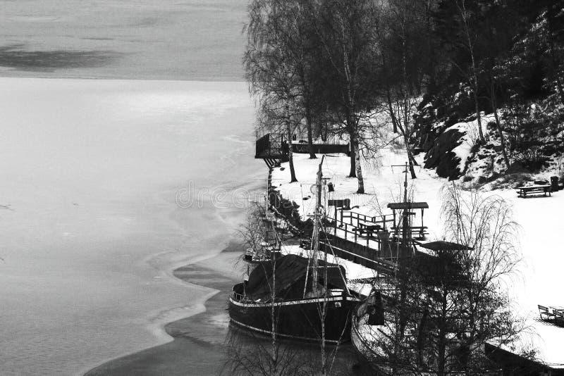 Шлюпка и лед стоковые изображения rf