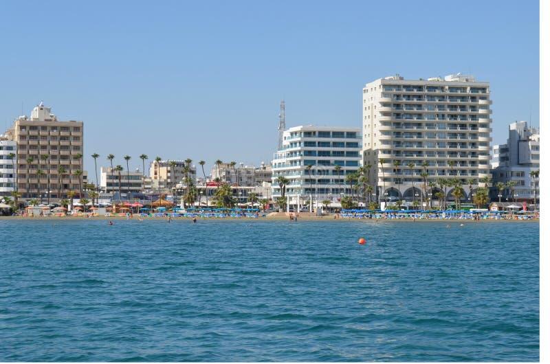 Шлюпка острова залива Кипра Ларнаки стоковые фотографии rf