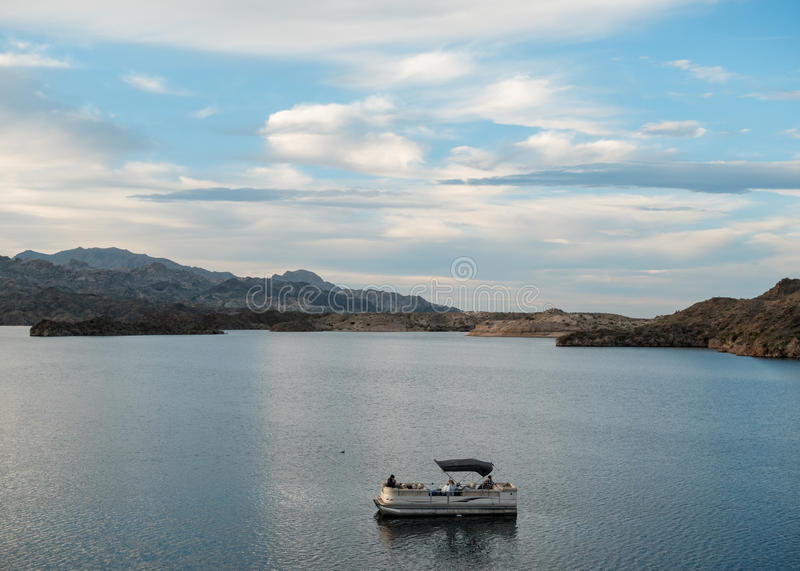 Шлюпка патио, Mohave озера стоковые изображения rf