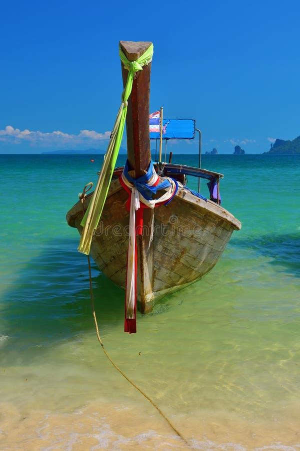Шлюпка перемещения внутри Таиланда стоковое фото rf