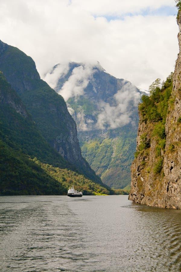 Шлюпка фьорда Норвегии стоковая фотография rf