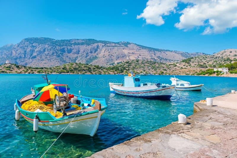 Шлюпки в гавани symi Греции стоковая фотография rf